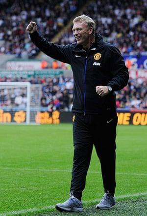 Swansea v United: Moyes celebrates the 3rd United goal