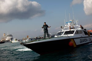 Gibraltar protests: A member of the Spanish Civil Guard tries to calm down a Spanish fisherman