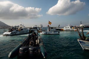 Gibraltar protests: Spanish Civil Guard boats surround a Spanish fishing boat during a protest