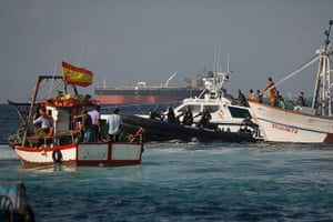 Gibraltar protests: A Gibraltar police boat (2nd L) and a Spanish Guardia Civil boat (2nd R) ap