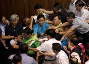 Taipei parliament fight: Scuffles in the Yuan, Taipei