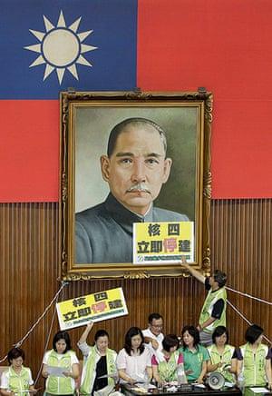 Taipei parliament fight: Legislators from the opposition