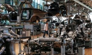 German car maker Volkswagen AG assembles the luxury model Phaeton, in Dresden May 14, 2013.