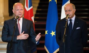 French foreign minister Laurent Fabius (R) and his British counterpart William Hague (L) during a press conference in Paris, France, 21 August 2013.