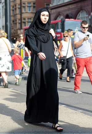 A woman wears all black in Oxford Circus