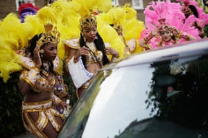 Notting Hill Carnival: Traffic makes it's way through the parade