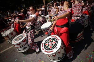 Notting Hill update: Drummers perform past the judges position at the start of the Notting Hill