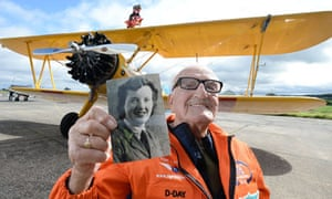 Tom Lackey, 93, sets wing walk record