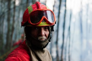 Wildfires in Portugal: A firefighter from Sintra takes a break from taclikg the fires