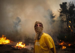 Wildfires in Portugal: Trying to avoid inhaling the smoke near Caramulo