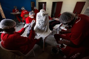 Prison knitting: Prisoners knit clothing in the high security prison