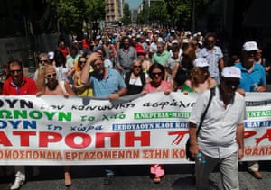 Employees of the Manpower Employment Organization demonstrate in Athens, Greece, 05 August 2013.