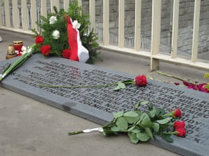 Warsaw Uprising: Roses are placed on one of the memorial plaques for the Uprising in Warsaw