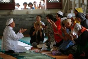 Eid festival: China Eid al-Fitr prayers mark end of Ramadan