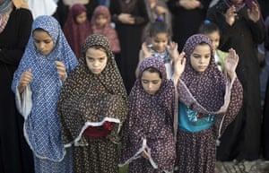 Eid festival: Palestinian girls pray to celebrate Eid