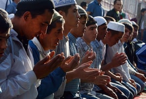 Eid festival: Russian Muslims pray outside the central