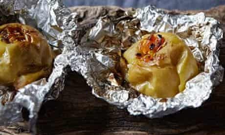 campfire-baked-apples