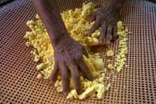 Manioc flour preparation