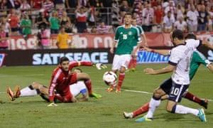 Landon Donovan scores for USA vs Mexico