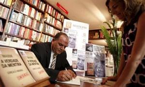 Goncalo Amaral signs McCann book