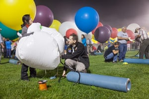 Jonathan Trappe and his balloon cluster