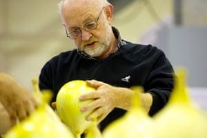 Nat Veg Champs: Derek Bath judging the onions