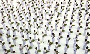Mass Meditation in Central Bangkok, Thailand - 20 Jan 2010