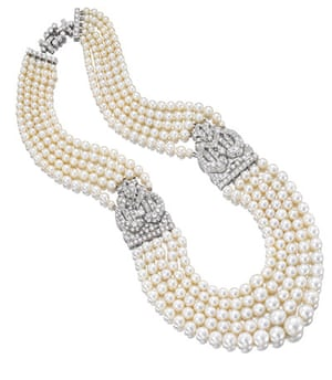 Pearls: Necklace, natural pearls from the Gulf with platinum and diamond clasps