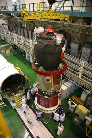 Workers prepare to assemble a Soyuz TMA-10M spacecraft
