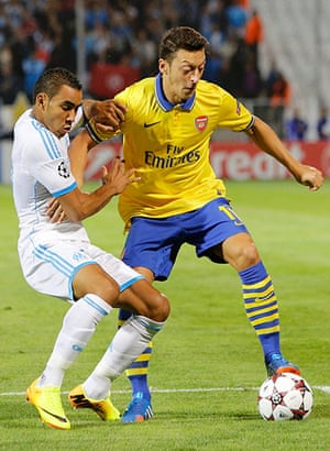Arsenal: Arsenal's Özil challenges Olympique Marseille's Payet
