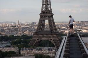 Skywalking: Vadim Gurnov skywalking above Paris, France