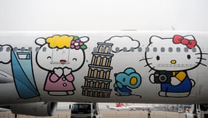 Hello Kitty plane: Characters on the side of the aircraft