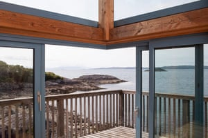 Homes - On The Rocks: balcony overlooking river