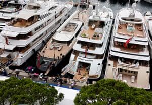 Yachts: Yachts moored up