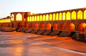Ten best: The Khaju bridge over the River Zayandeh,Isfahan
