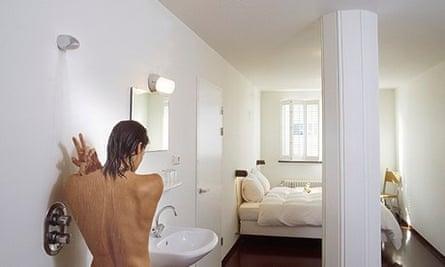 Room with open-plan bathroom