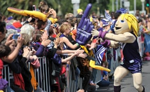 AFL Parade: Fremantle mascot high-fives the fans
