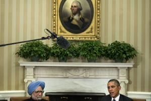 Indian Prime Minister Manmohan Singh (L) listens as US President Barack Obama makes a statement to reporters after a meeting in the Oval Office of the White House September 27, 2013 in Washington, DC.