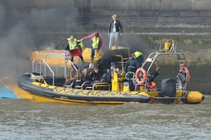 Duck boat on fire: Passengers being rescued by a Thames RIB Experience speedboat