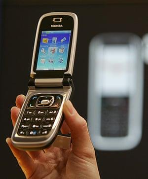 Nokia timeline: 2006: Nokia 6131 clamshell phone