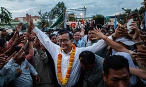 MDG : Cambodian opposition leader Sam Rainsy greets supporters in Freedom Park, Phnom Penh