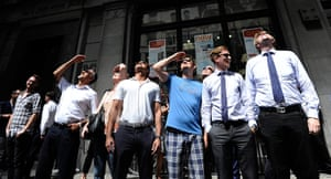 Walkie scorchie: People look up at the Walkie Talkie, as it reflects sunlight