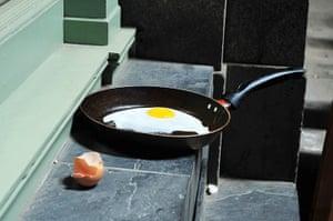 Walkie scorchie: An egg is fried in intense sunlight
