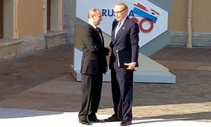 Russian president Vladimir Putin welcomes Bob Carr to the G20 summit on Thursday.