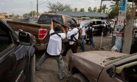 Vigilantes in Nueva Italia, Mexico