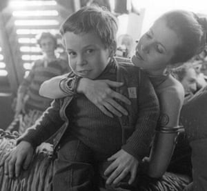 Child actor Warwick Davis with Carrie Fisher.