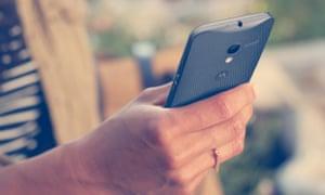 Motorola Moto X review phone in hand