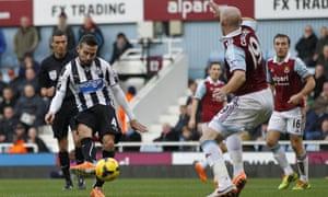 Cabaye scores for Newcastle.