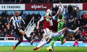Remy scores Newcastle's second at West Ham.
