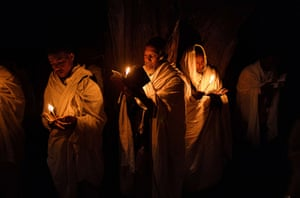 FTA: Carl de Souza: Pilgrims pray by candlelight